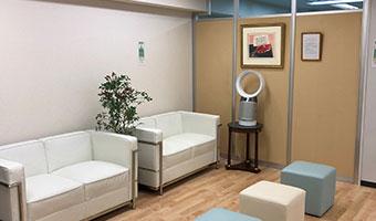 明るく快適な待合室